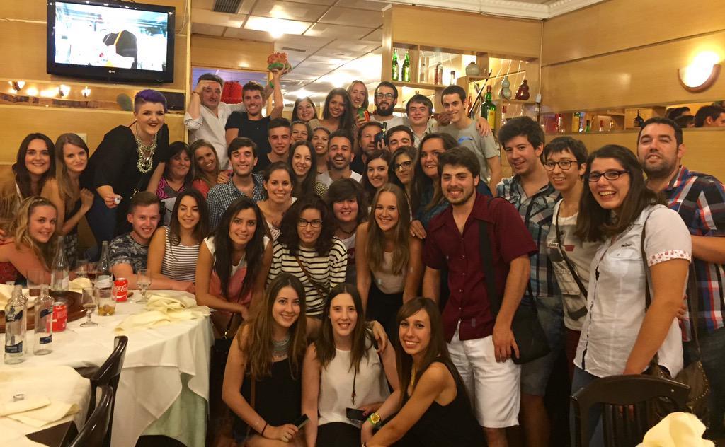 Un año mas, la tradición manda que los voluntarios protagonicen la cena pre @festval Porque ellos lo valen!!! http://t.co/xjf7WwMp8q