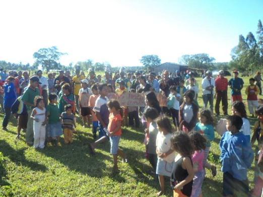 Ruralistas atacam e matam líder Guarani-Kaiowá no Mato Grosso do Sul http://t.co/SSi9zGmOzo http://t.co/DGCbg6mqbN