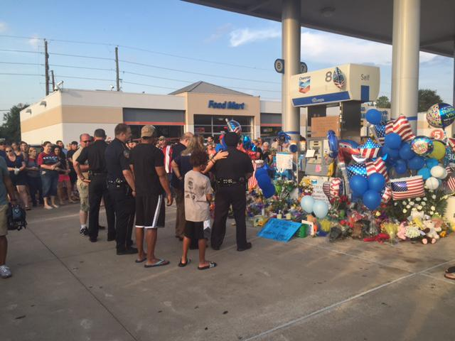 More people are gathering at memorial for Deputy #DarrenGoforth. We'll be live at the scene tonight at 10. #KHOU11