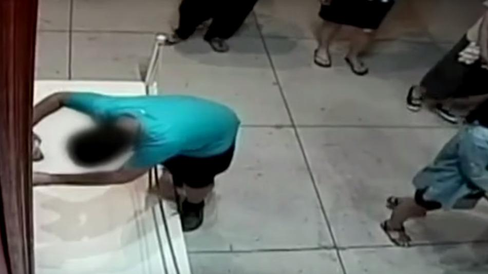 RT @mashable: Boy breaks his fall at a museum by punching a hole through a $1.5 million painting: http://t.co/vHcqAEE9PU http://t.co/102Yun…