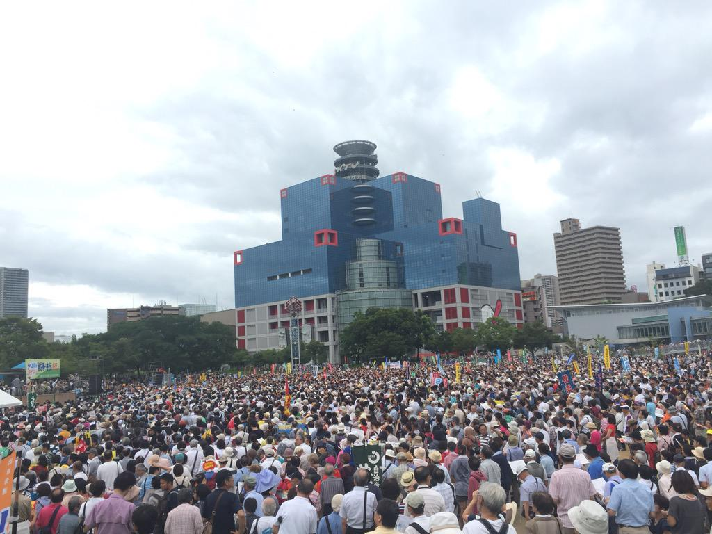 大阪も凄い!RT @cnnweb: 大阪 扇町公園 何人いるんだこれ。これが全国で起こってるんです http://t.co/N5jV0oZ09j