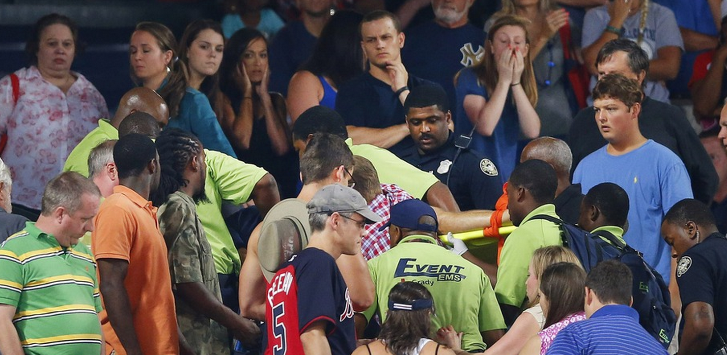 RT @mashable: Fan dies after falling from upper deck during Braves-Yankees game at #TurnerField http://t.co/OIDQdQsjk3 http://t.co/iTDJNDj6…