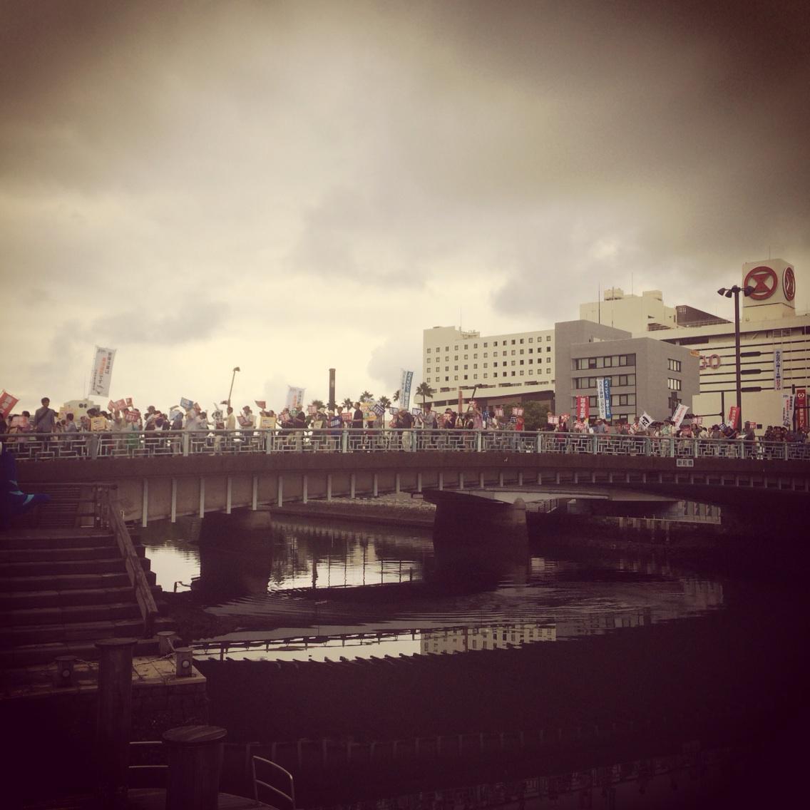 徳島でデモに遭遇!出番まで時間あるので合流します‼︎ http://t.co/EGJtjOk5OY