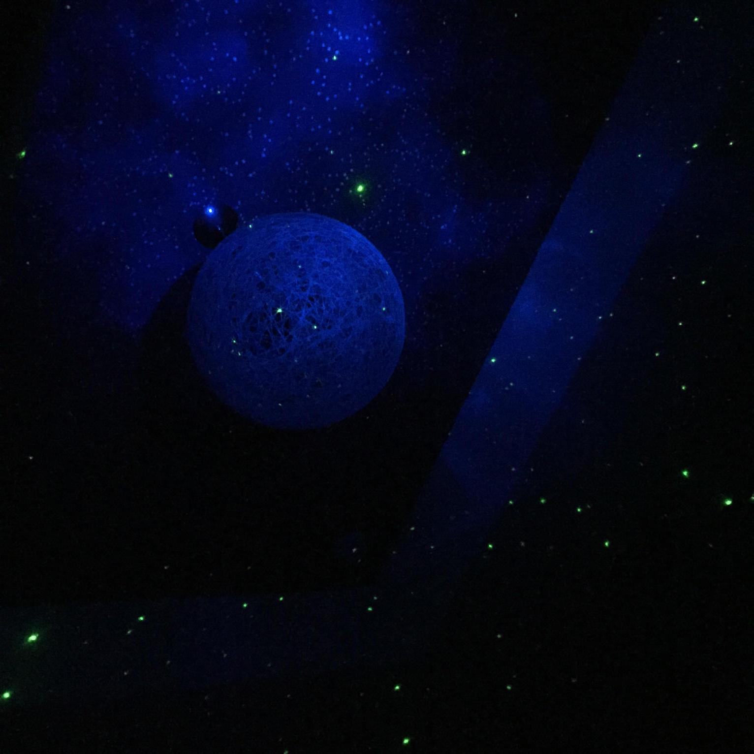 Sleeping in a bunk bed with stars on the ceiling king of night. #blessed http://t.co/lPlR6SKPmq