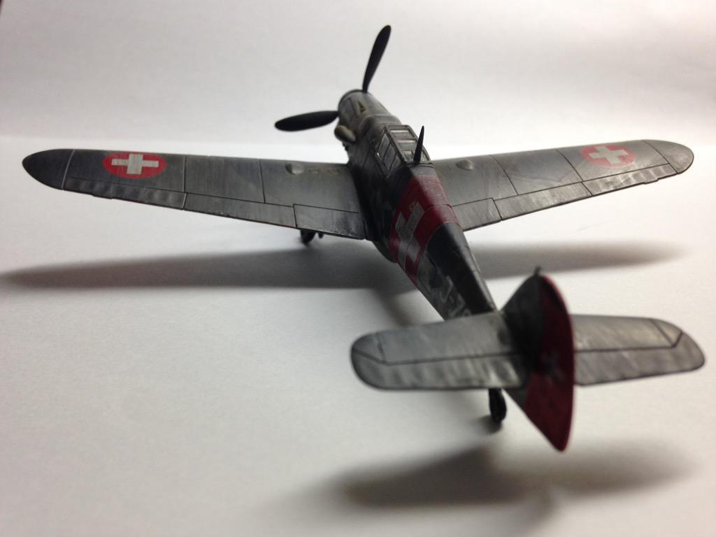 Airfix 1/72 Bf109G-6 完成しました。暫定的にiPhoneで白バックで撮りました。晴れた日に撮影したいと思います http://t.co/6pcbKCwD5i