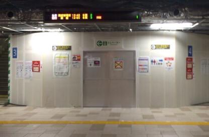 改装中の西武池袋駅地下が板で区切られまくっててスーファミ時代のメガテン感半端ないよう pic.twitter.com/ibMWZZanRO