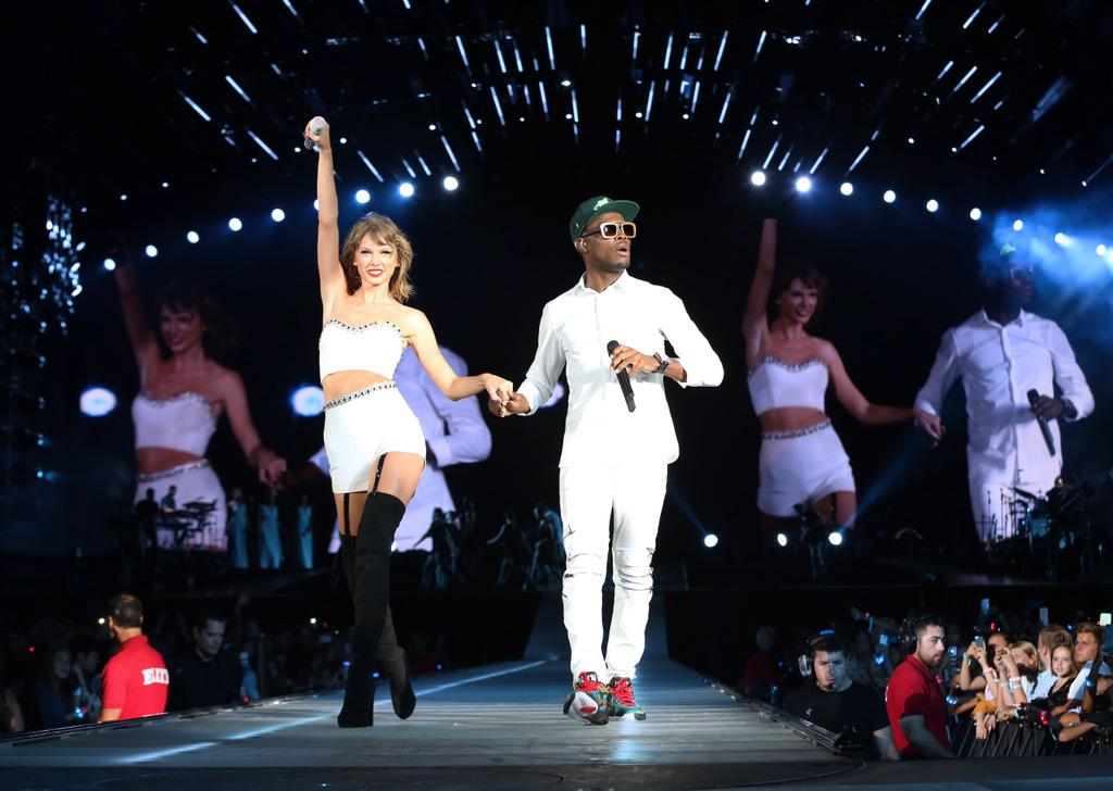 Thank you @omimusiconline for singing 'Cheerleader' tonight in San Diego!! You're amazing :) #1989toursandiego http://t.co/qnnUvcr3ok