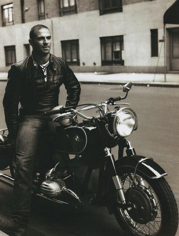 Oliver Sacks has died. http://t.co/5WM3ni1lhz i suggest that we remember him like this http://t.co/Ztmtb3Cd0j