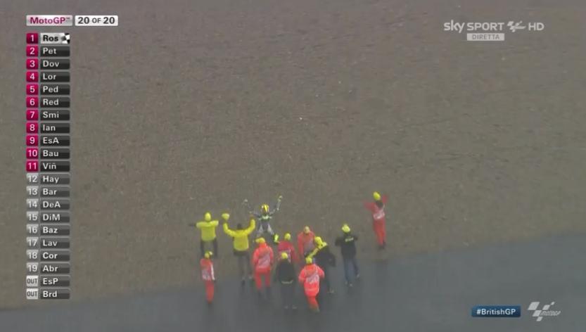 Trionfo italiano nel #BritishGP. #Rossi vince davanti a #Petrucci e #Dovizioso #SkyMotori