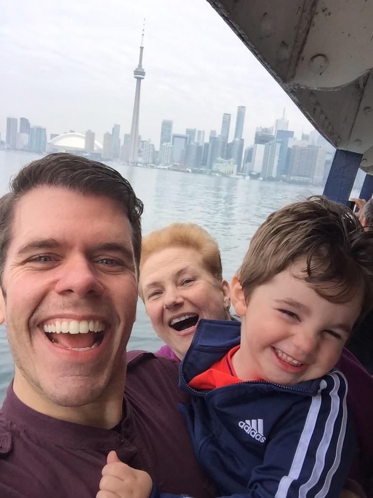 We truly love you Toronto!!! ❤️❤️❤️ https://t.co/5HOoCCUHr6 #JRhilton #MommaPerez #Toronto http://t.co/VjvR2TiLlA