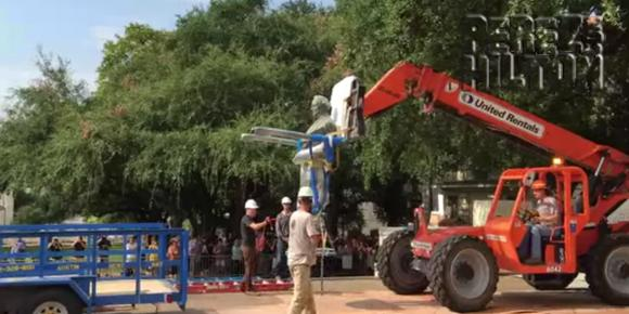 The University of Texas just removed a Confederate statue from campus: http://t.co/ibBMAh1HPQ http://t.co/c4cWW86bKV