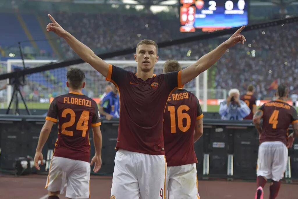 Dzeko festeggia il gol in Roma-Juventus
