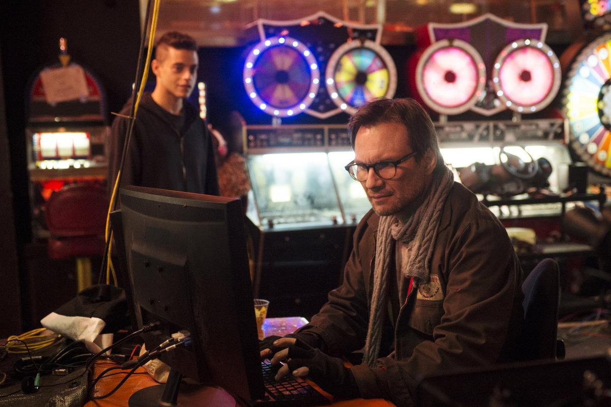 The many (surprisingly realistic) hacks of 'Mr. Robot' (excellent article by @VioletBlue) http://t.co/NfgdWK23sE http://t.co/Bg5H6luoq7