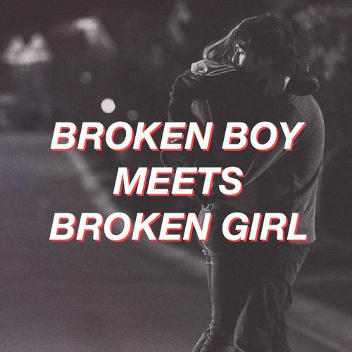 Safety pin - #ShesKindaHotVMA http://t.co/GIJHu0ixtZ
