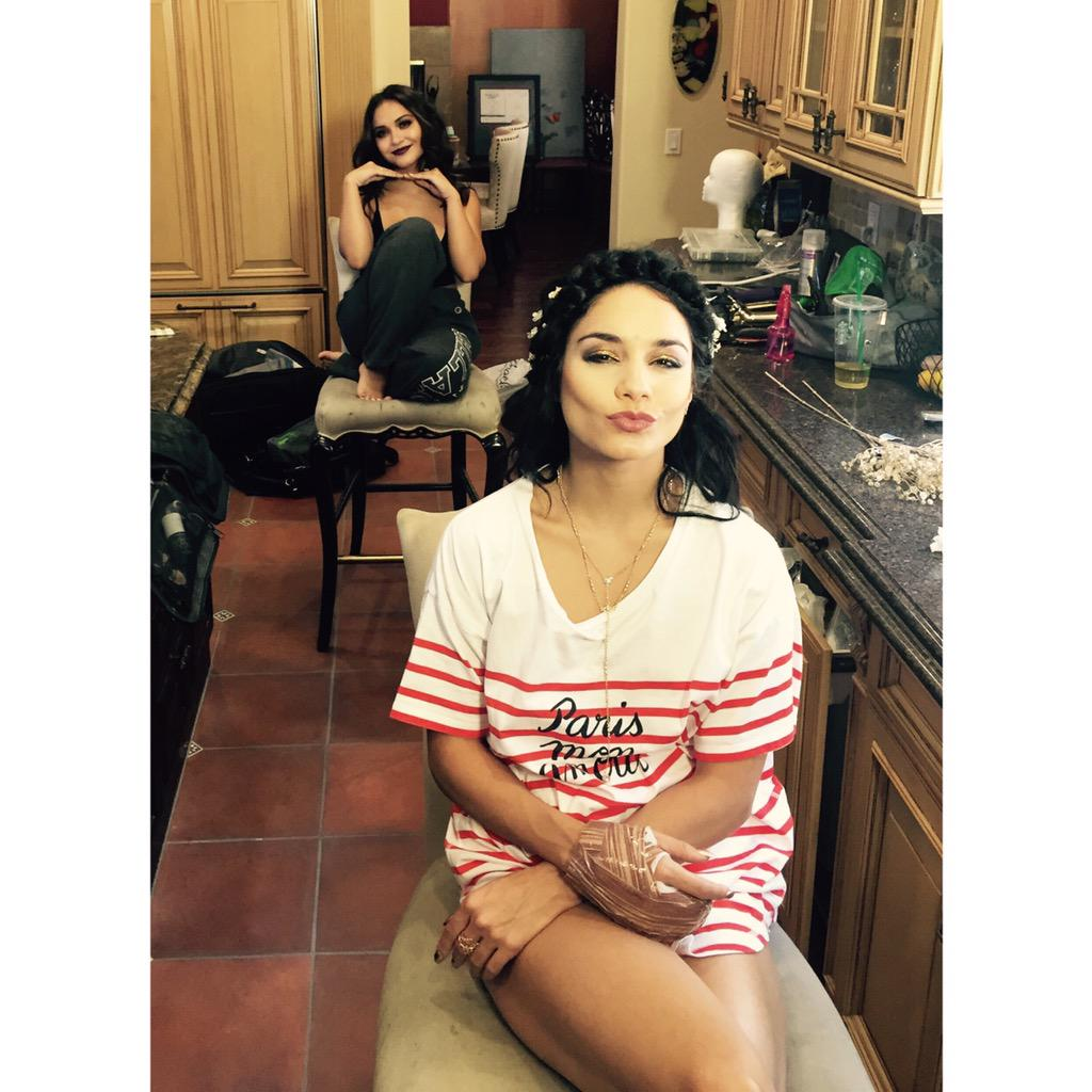 Getting ready for the #VMAs with @stellahudgens! @VerizonWireless #WhyNotWednesday http://t.co/xBZ3skRG5h