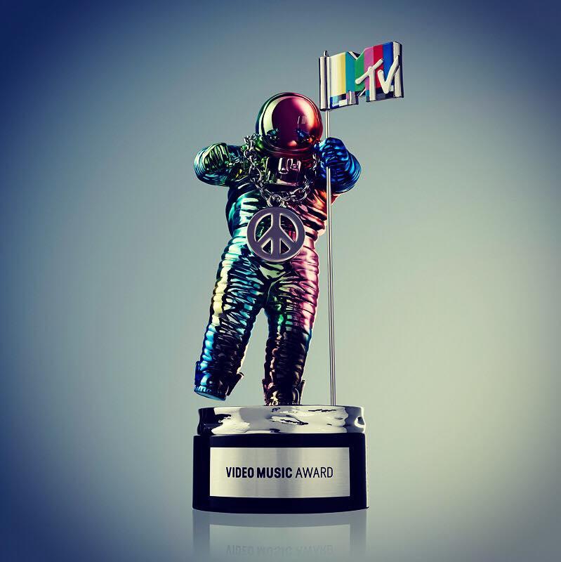 VMAs are TONIGHT! Tweet with us using the hashtag #KiSSVMAs  So #ShesKindaHotVMA or #WorthItVMA ? -.@WillMenziesArts
