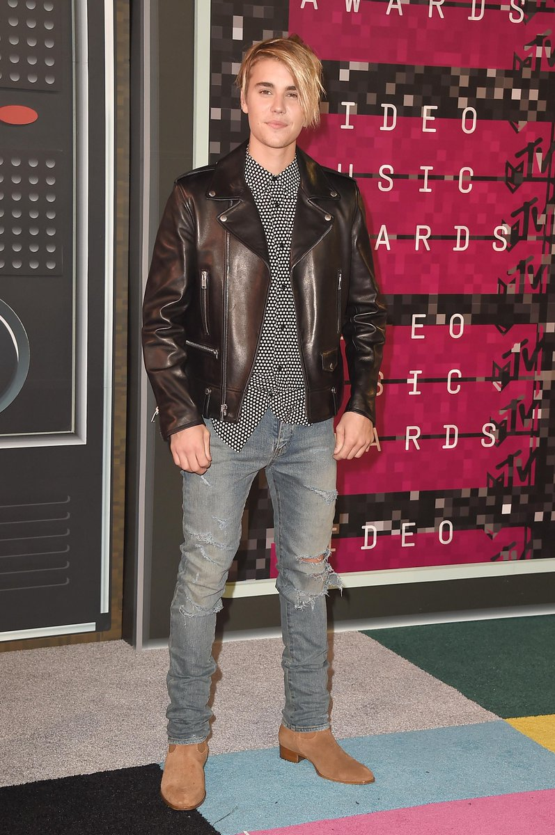 Justin Bieber is the guy your aunt dated in 1993 after her divorce. #VMAs http://t.co/AOYhDDg8mF