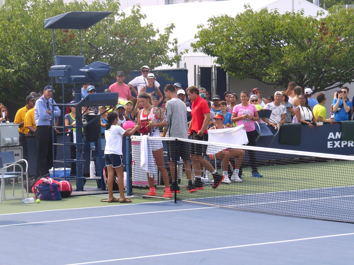 """Cheers from the crowd when @vika7 invited an adorable youngster to hit a """"tiebreak"""" with her: http://t.co/vcVevt7dlQ"""