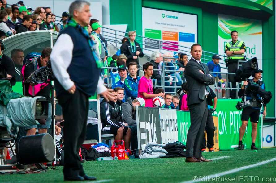 Oh man, I think @brianschmetzer may have a new desktop. http://t.co/U0G2jAQHNX http://t.co/zwVoETJ745