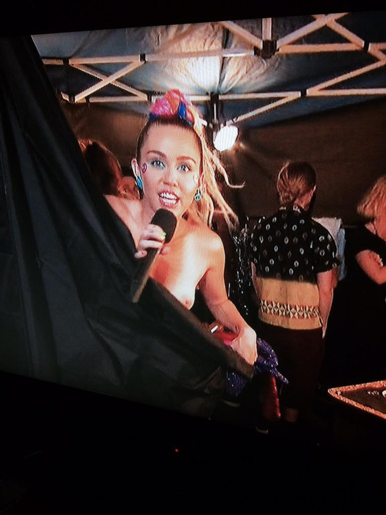 miley cyrus boobs out