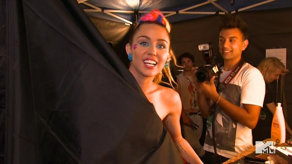 RT @mashable: And here's that Miley Cyrus #VMAs nip slip [NSFW]: http://t.co/CNXjrWOjf9 http://t.co/uF1Wxq0cPl