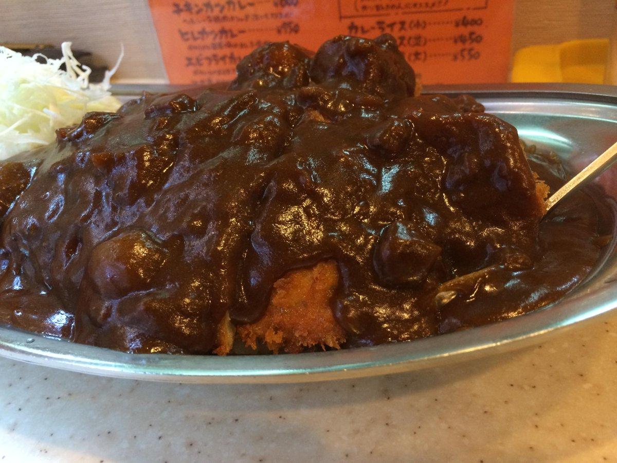 ホームランカレー950円です。ご飯大盛りに、カツ、ウインナー、コロッケ、ハンバーグがトッピングされた食いしん坊にはたまらないカレーです!!