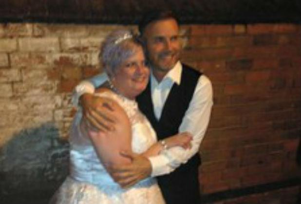 RT @Leicester_Merc: Take That singer Gary Barlow stuns bride by turning up to sing at her wedding http://t.co/AVQ4ODhnSQ http://t.co/TKP0FZ…