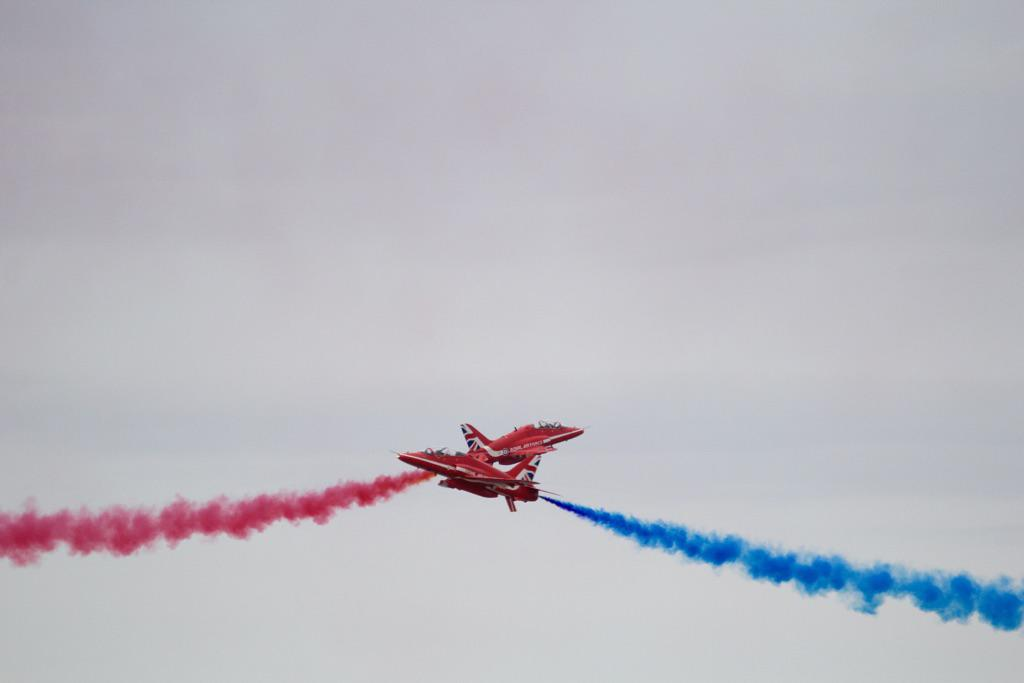 Eeek! Another close shave for the @rafredarrows. Shame about the weather but great show at Rhyl. http://t.co/uZxsgghc3G