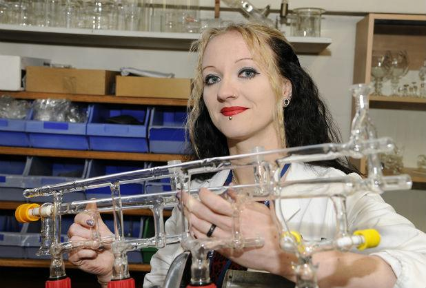 RT @Leicester_Merc: Talented @uniofleicester employee gives glass birthday gift to @StephenFry http://t.co/eSQYKfCwGf http://t.co/YIiypPoKN8
