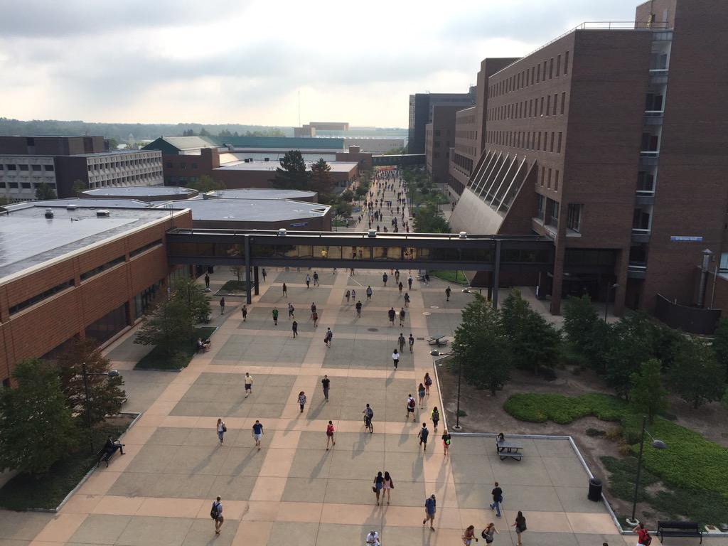 Nothing better than a bustling #UBuffalo campus! Welcome back to all our students for the first day of classes!! http://t.co/Ghbi5GuYt7