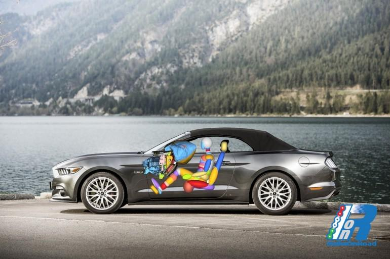 Ford Mustang: debutta l'innovativo air-bag integrato nel portaoggetti
