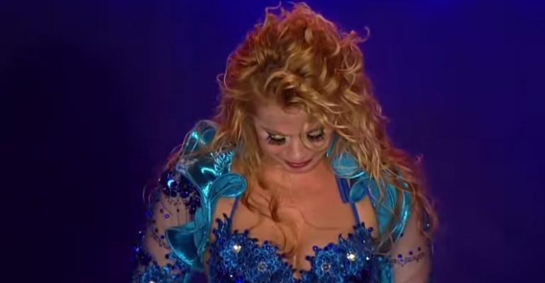 Joelma se emociona em show: 'Ser humano é que trai, a lua não trai não' http://t.co/NCStDvqZJQ