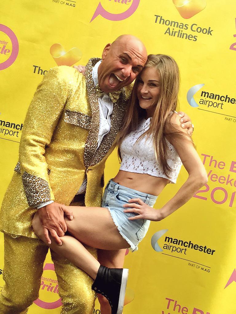 Look who I've bumped into!! #SHOWBIZ @mshowbiz @ManchesterPride x http://t.co/7CXBDlkOxH