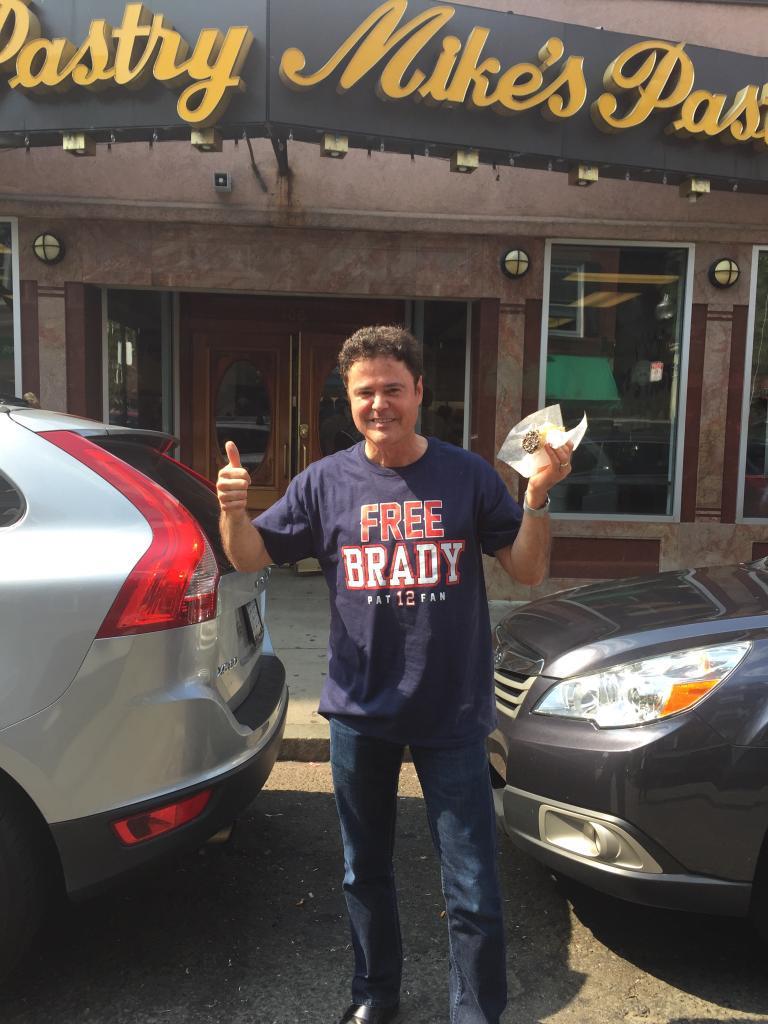Having a fun time in Boston at @MikesPastry.   #FreeBrady http://t.co/LnIDvRDtU1