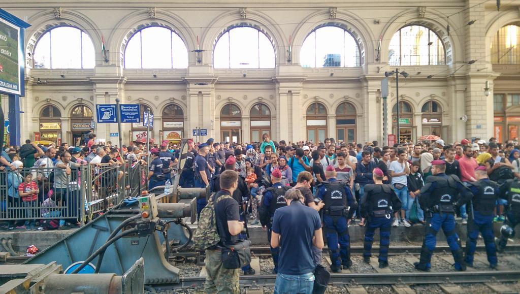 Balkan Route Hunderte Flüchtlinge Kommen In München An