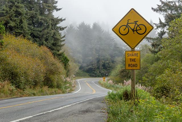 """""""Share the Road"""" Signs Are Too Vague, Study Finds — http://t.co/6LU6Wjsav0 http://t.co/dxoCRSgHrT"""