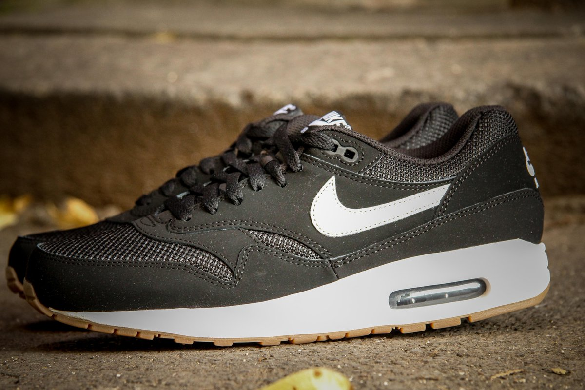 air max 1 essential black light bone
