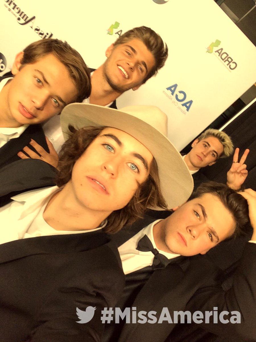 Getting excited for the #MissAmerica Competition on the red carpet with @Nashgrier http://t.co/SDZ0AajR13