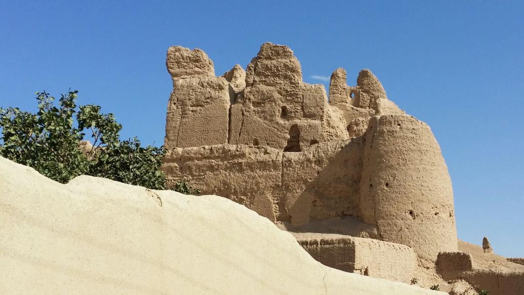 Nayin. Resti di un castello di epoca sassanide @IsottaIsottaDai #disPersia #MustSeeIran http://t.co/8eyeG0Myt6 http://t.co/U2BtT0U1hM