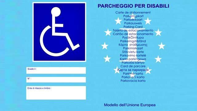 Permessi di sosta auto con il nuovo Contrassegno Unificato Disabili Europeo (Cude) di colore azzurro.