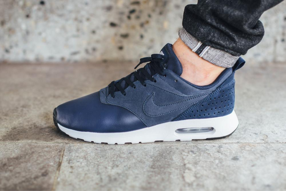nike air max tavas obsidian wolf grey leather couch
