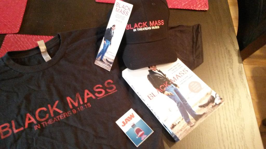 Win a #BlackMass Prize Pack! Retweet and be following @CinemaJaw for a chance to win. #Giveaway Monday! http://t.co/JhiuxseBql