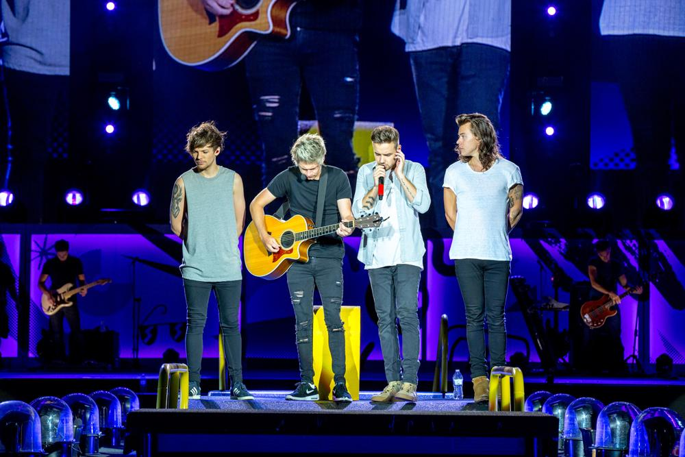Throwback to the #Milwaukee show on the #HondaCivicTour © One Direction/Cal Aurand
