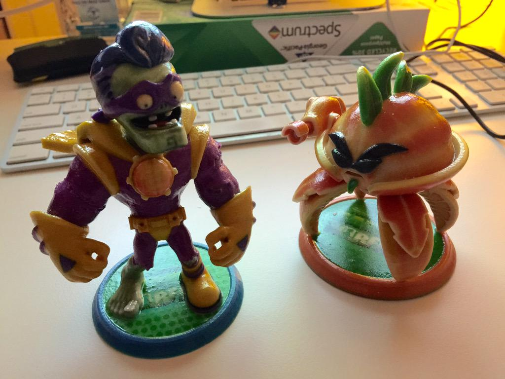Gary Clay On Twitter So Vanhoozerbot And Thejuicemasta Just Came Into My Office With These Plantsvszombies Garden Warfare 2 Toys