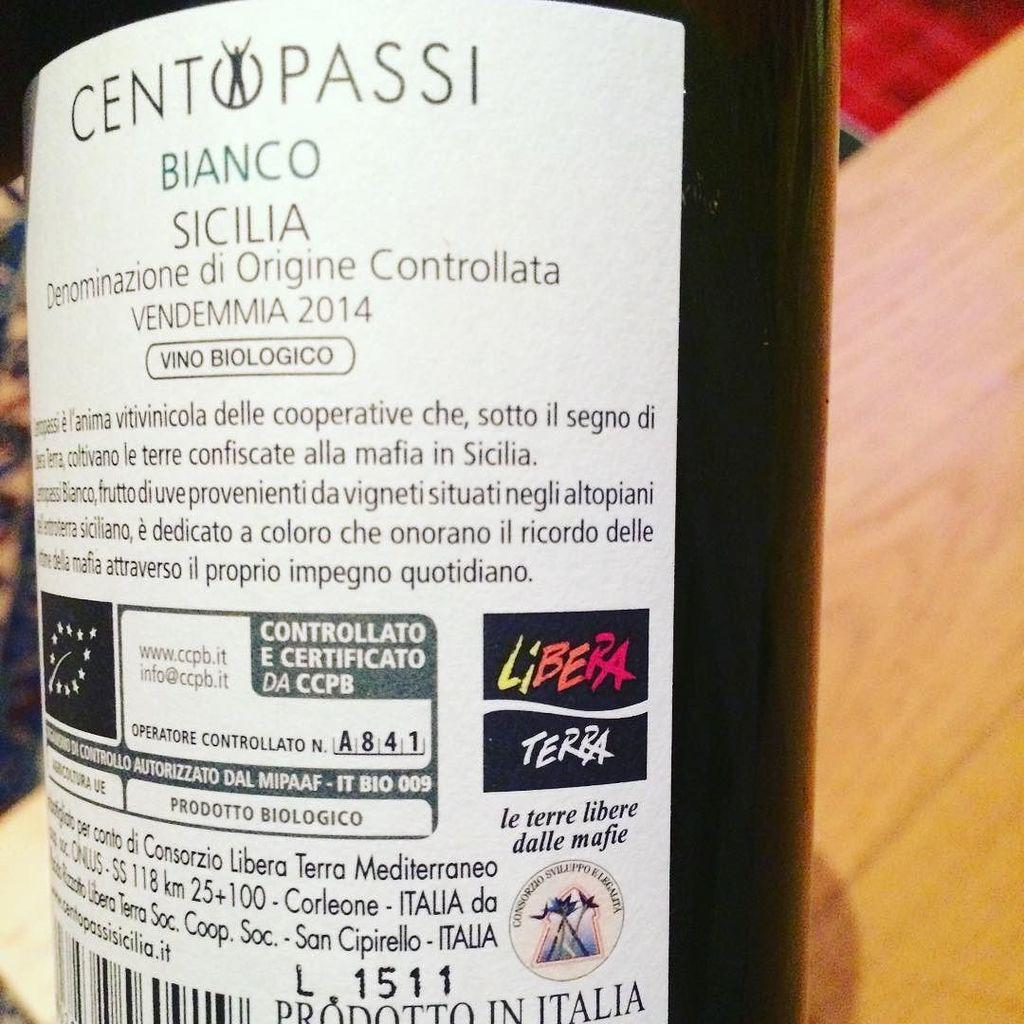 See this square logo? It means it is a Libera Terra wine from vineyards confiscated from t… http://t.co/q810Wzamwa http://t.co/ze40w2ZGxH