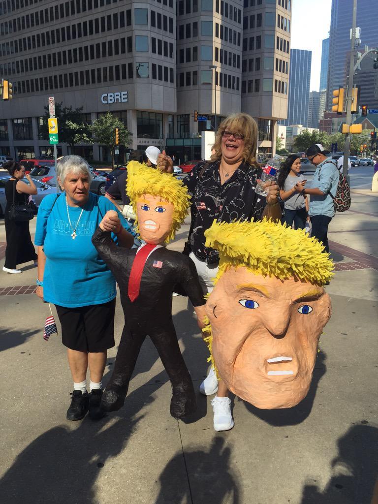 Protestors show up with #DonaldTrump piñatas calling him clown. @NBCDFW #TrumpDFW @NBCNews #Dallas http://t.co/QRmwD0XCiI
