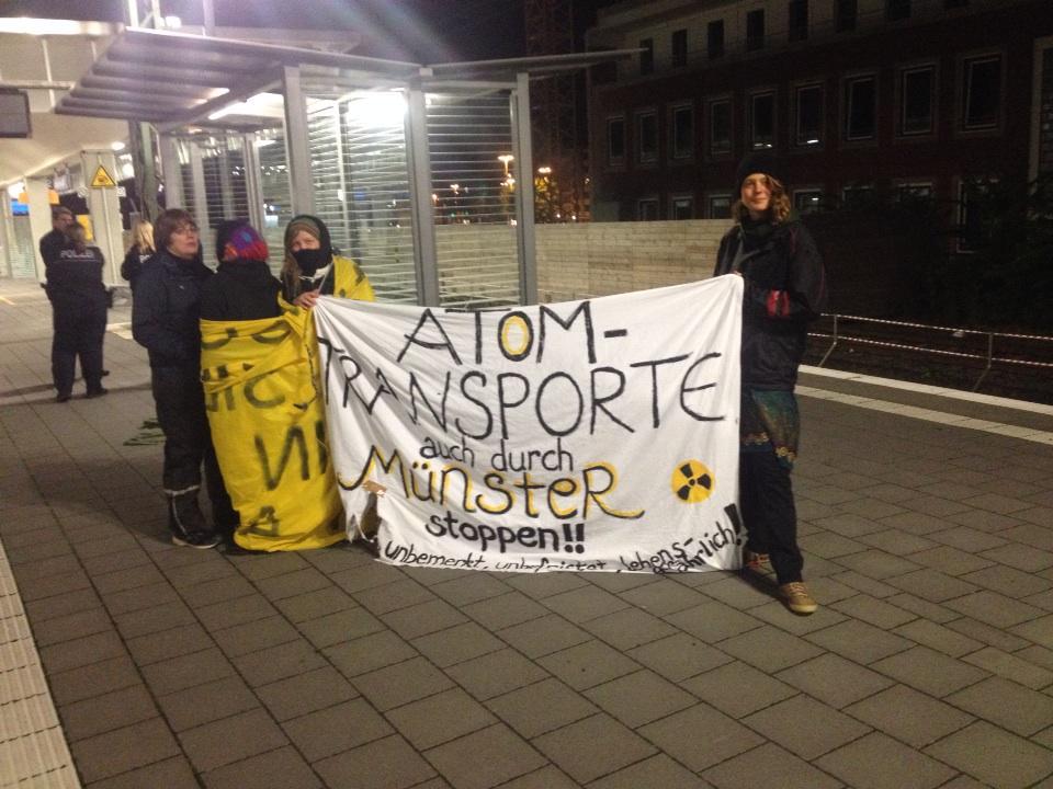 Mahnwache in Münster am Hauptbahnhof gegen 3 Uhr