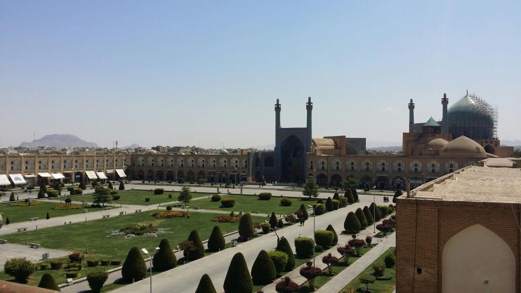 Moschea dell'Imam. La piazza Naqsh-e Jahan è patrimonio #Unesco @IsottaIsottaDai #disPersia  http://t.co/8eyeG0Myt6 http://t.co/NorcTwoPT6