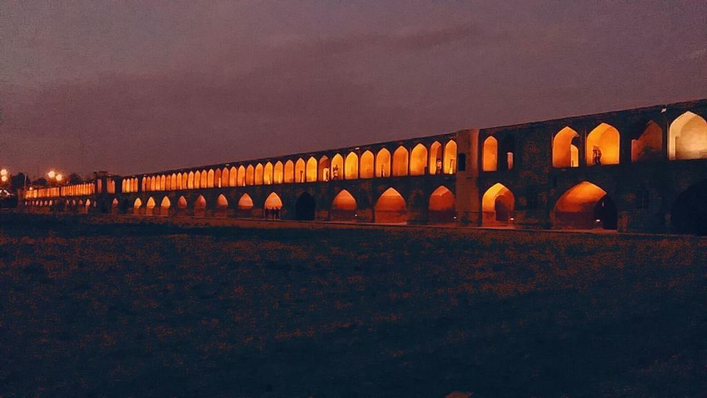 Ponte di Si-o-Seh o dei 33 archi. @IsottaIsottaDai #disPersia #MustSeeIran http://t.co/8eyeG0Myt6 http://t.co/e0QP7FnoZ5