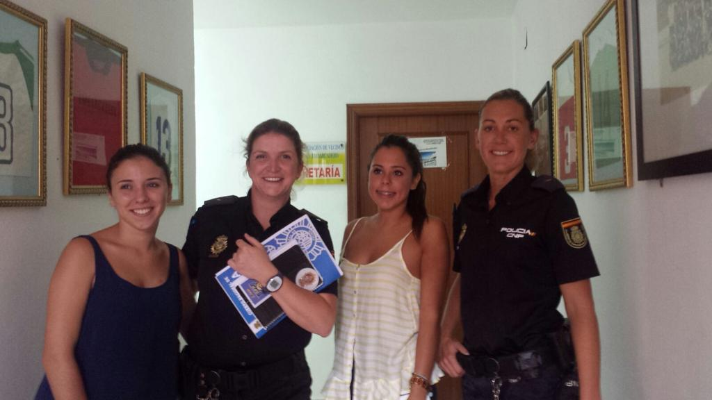 Polic a nacional on twitter ser polic a es una gran - Policia nacional algeciras ...